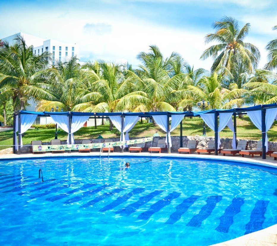 Exclusive swimming poolsfor adults and children hotel dos playas faranda cancún cancun